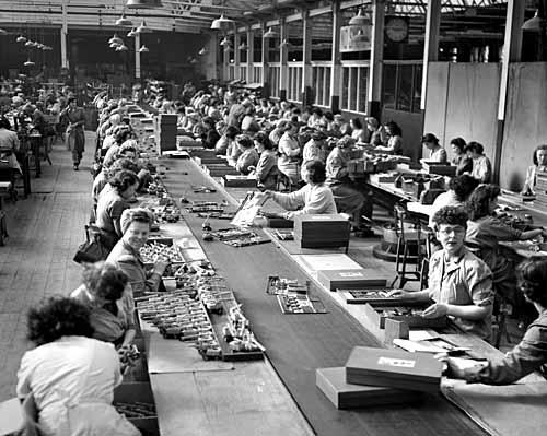 Un atelier de montage au début du siècle dernier